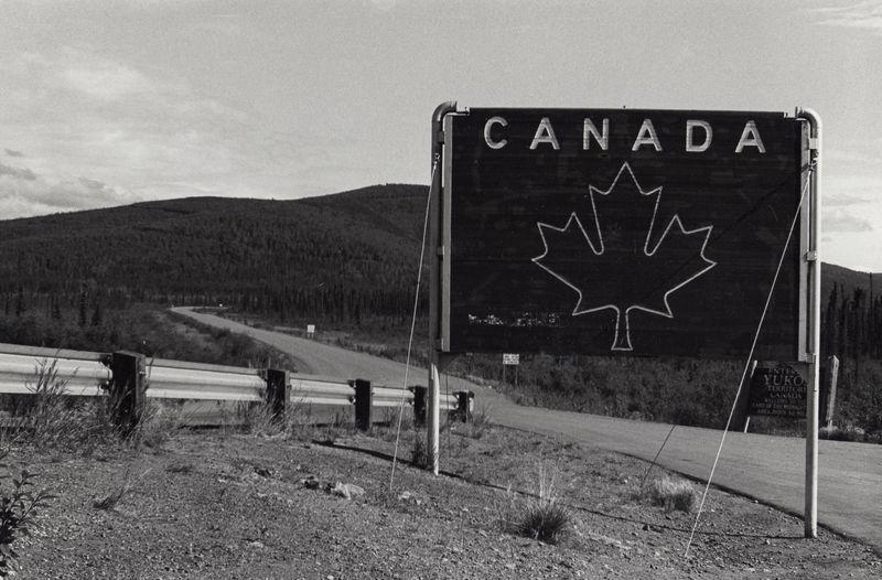 Sign, Canada